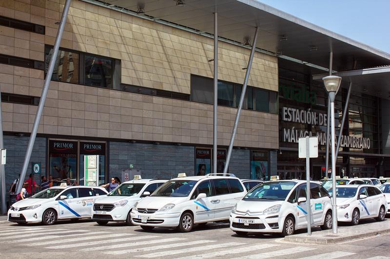 Taxis en la parada de María Zambrano
