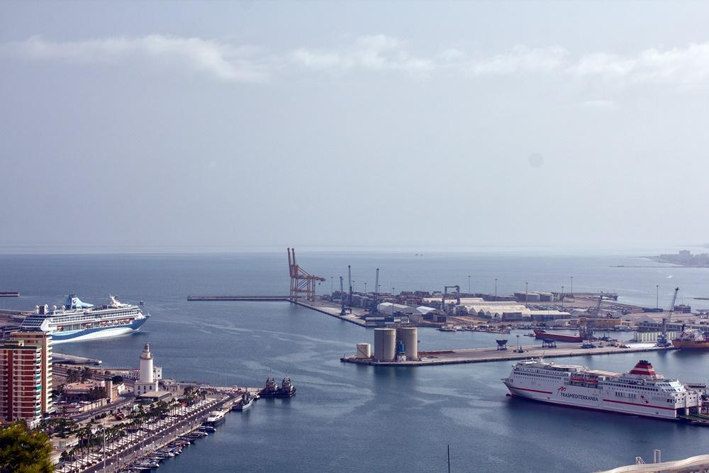 Vista del puerto de Málaga desde Gibralfaro