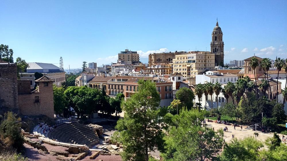 El teatro romano, el museo de Málaga y la Catedral