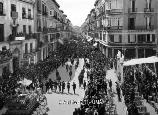 Desfile_Procesional_CalleLarios_1928