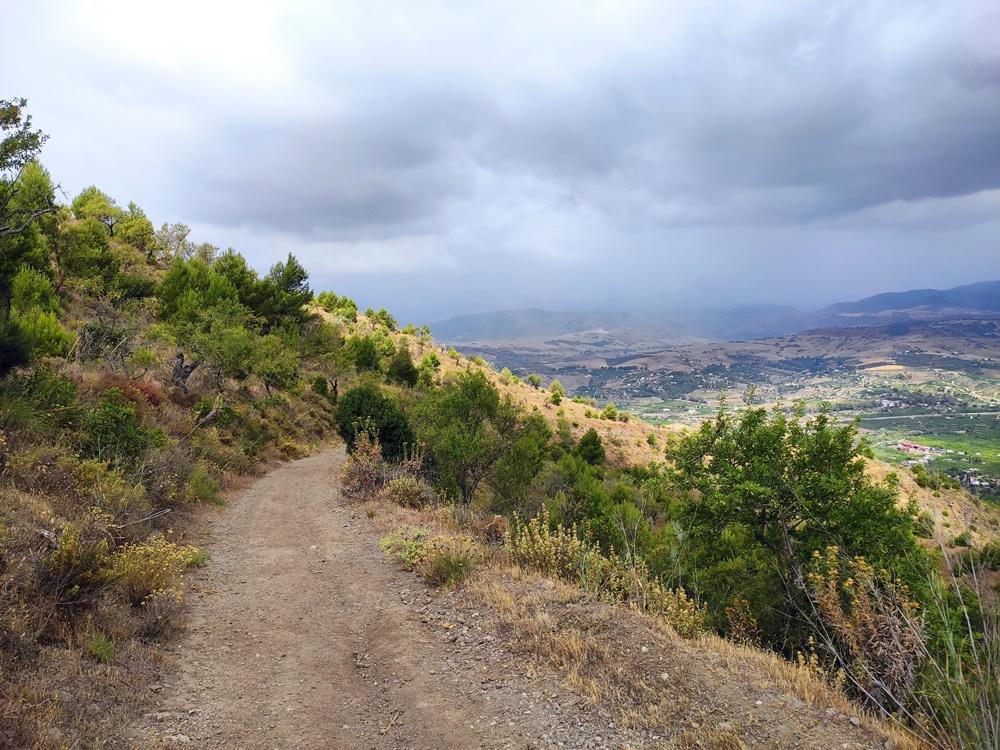 Sendero-Bajada-La-Ermita-Pizarra