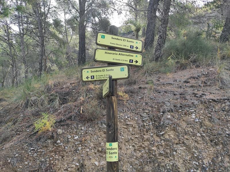 Sendero-Cueva-Oscura-El-Santo